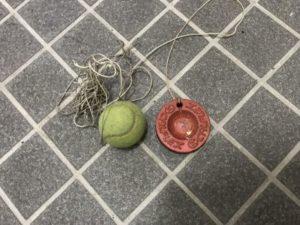 硬式テニス練習用ゴム付きボール