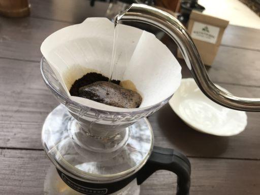 挽きたてのコーヒーは香り高い